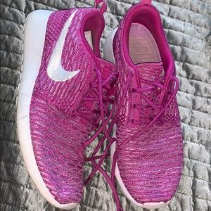 Nike Women's Flyknit Roshe Runs